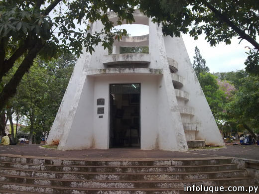 Una de las vistas del exterior del mausoleo.