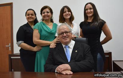 Exintendente Municipal de Luque, César Meza Bría y familia.