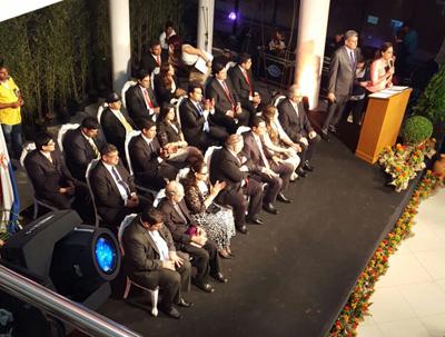 Autoridades electas e invitados de honor, en el acto simbólico de traspaso de mando.